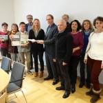 Die Vertreterinnen und Vertreter der Bürgerinitiativen bei der Übergabe der Unterschriften und Einwendungen an Regionalverbandsdirektor Dr. Hager.